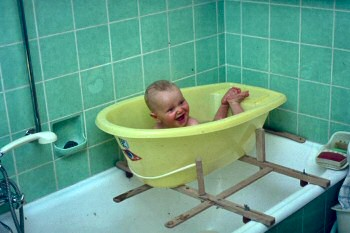 Picture of Armin taking a bath