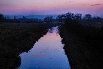 Picture of a canal in the last evening light
