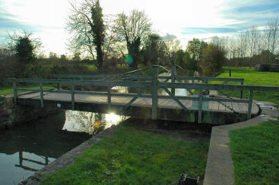 Picture of a swing-bridge over a canal