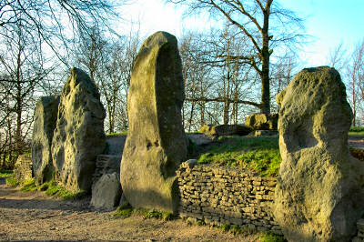 Picture of the entrance to a neolithical burial chamber (Wayland's Smithy)