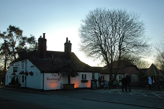 Picture of The Rowbarge pub in Woolhampton in the January afternoon sun